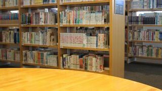 図書館の室内の小さい画像
