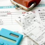 家計簿、レシート、電卓、がまぐちの財布の小さい画像