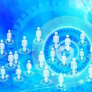 青い背景に人型がたくさんバラバラに配置されている小さい画像