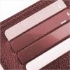 財布の中にポイントカードが複数枚並んで入れられているセピアの画像