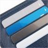 青い財布にポイントカードが数枚入っている
