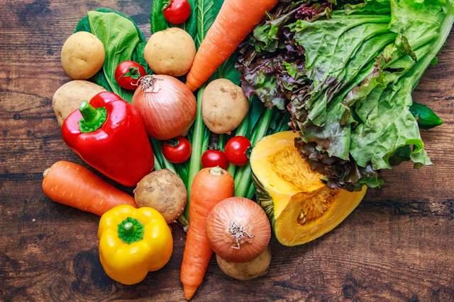 ゴロっと並んだたくさんの野菜