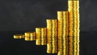 階段状に積まれた金貨