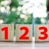 数字が書かれた積み木