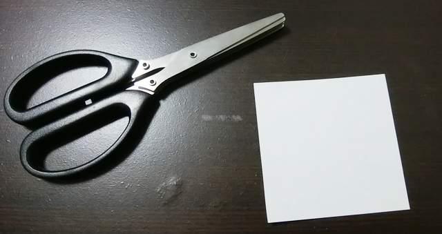 シュレッダーハサミとメモ用紙
