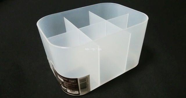 ダイソーの積み重ねボックス小・仕切り付
