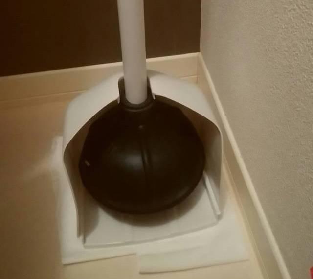 トイレに置かれたラバーカップ