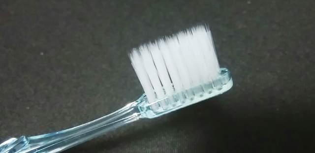 ダイソーの極細毛歯ブラシの毛先のアップ