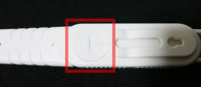 KIMIHEの棒状温度計の電池が入ってる背面部